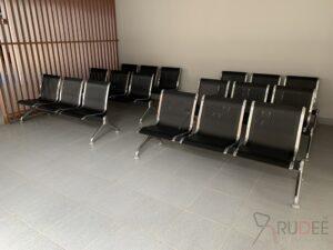 เก้าอี้แถว3ที่นั่งสีดำ ไม่มีพนักพิง รับรองแขก โรงเรียนนานาชาติคิงคอลเลจ